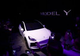 Автомобілі Tesla почали автоматично замовляти запчастини відразу після поломки
