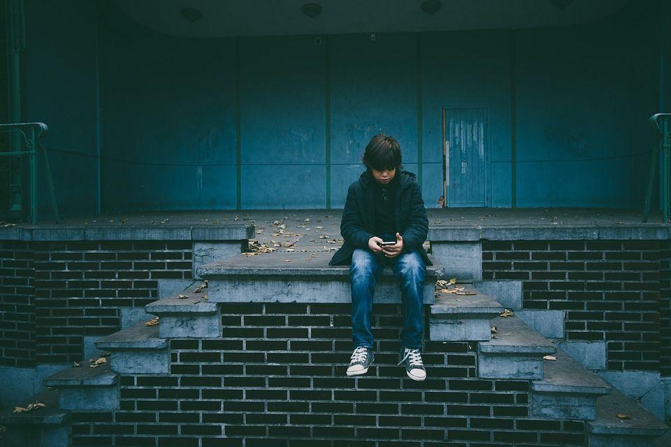 Соціальні мережі майже не впливають на ставлення до життя у підлітків - дослідження - community, news, spectrliked