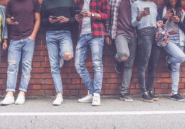 Як школярам не користуватися мобільними телефонами під час уроків – Yondr як ключ до вирішення проблеми