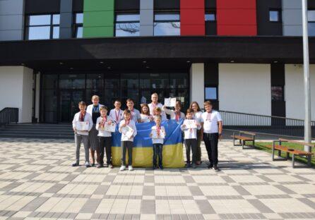 Українські школярі здобули медалі на математичній олімпіаді у Гонконзі