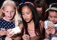 Навчати дітей цифрової грамотності краще, ніж забороняти гаджети – думка Wired