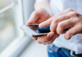 Як і чим чистити телефон, щоб позбутися від мікробів і не пошкодити корпус