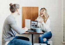 Офісний овершерінг: як розповідати особисті історії на роботі, не бентежачи колег