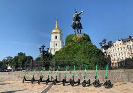 Сервіс Bolt запустив в Києві прокат електросамокатів, хвилина поїздки коштує 4,9 грн (+ розблокування 29 грн), оренда на весь день – 600 грн