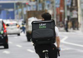 Uber почав заробляти на доставці їжі більше, ніж на таксі