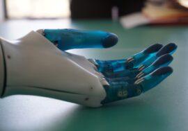 Український стартап Esper Bionics, який розробляє роборуку, залучив інвестиції від SMRK
