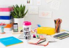 Працювати без розмов родичів і на дивані. Ці 5 предметів допоможуть вам комфортно влаштуватися працюючи віддалено
