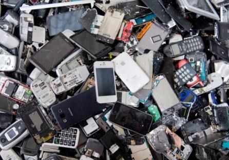 У Києві запустять мобільні точки, куди можна здавати старі ноутбуки, смартфони та іншу техніку