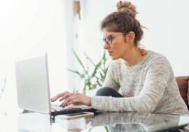 Тихі та успішні: 7 сильних якостей інтровертів, які допомагають їм на роботі