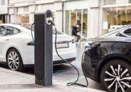 Електротранспорт у 2021 році: чи зможуть конкуренти перевершити Tesla