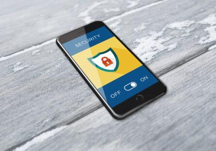 Як перевірити чи прослуховується телефон: поради від сервісного центру ICOOLA.UA