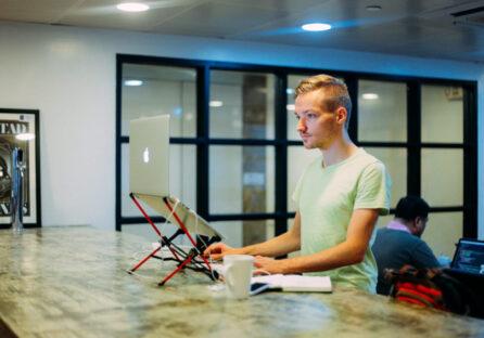 Запускав стартапи, щоб побороти тривожність: історія Пітера Левелса, який поставив собі за мету зробити 12 сервісів за рік