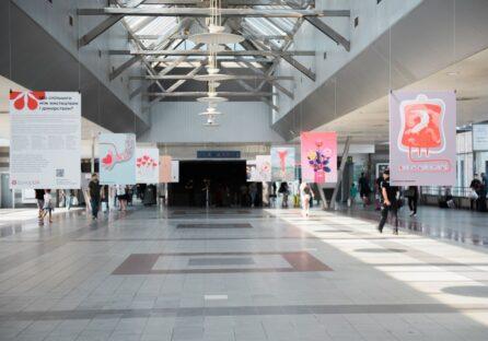 """Розпочалась двотижнева виставка DonorUA Art Project у київському залізничному вокзалі """"Південний"""""""