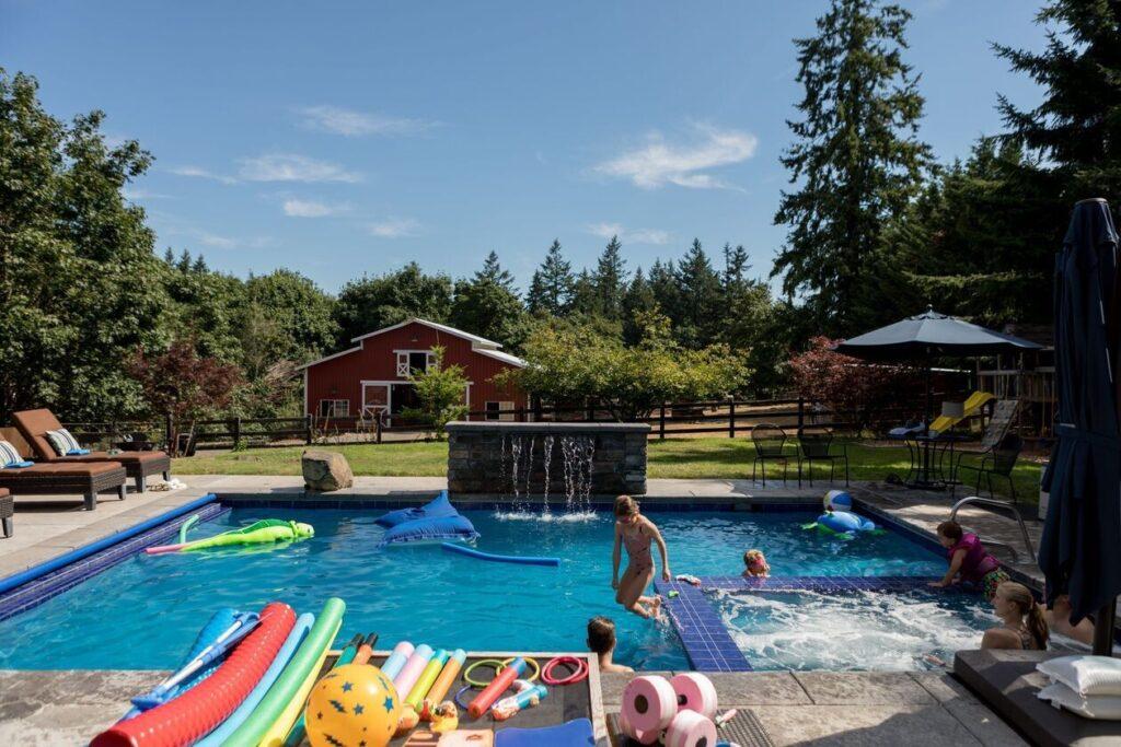 «Airbnb для басейнів на задньому дворі»: користувачі Swimply здають в оренду басейни і заробляють $5-10 тисяч на місяць - news, zhyttya, dodatky