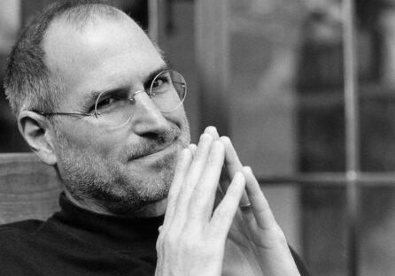 Apple вшанувала пам'ять Стіва Джобса, присвятивши йому головну сторінку сайту