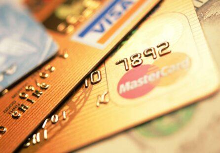 «ПриватБанк» обмежить кількість переказів на карту до 100 в місяць.