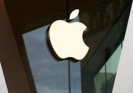 Apple вперше офіційно привезла в Україну свою продукцію